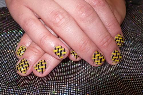 Black and Yellow Nail Art for Small Nails